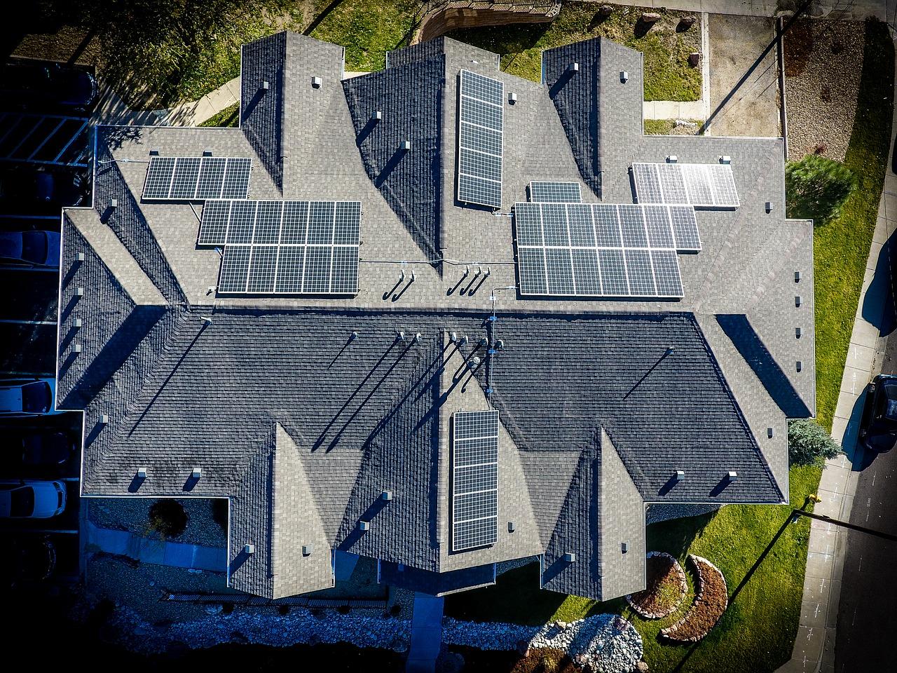 Fotowoltaika na dachu czy na gruncie